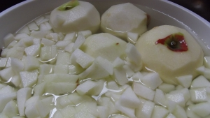 Tip #7 - Soak your apples in different stages to prevent as much browning as possible. Water & lemon juice are your friend!