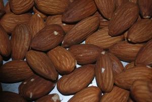 almonds-13653_640